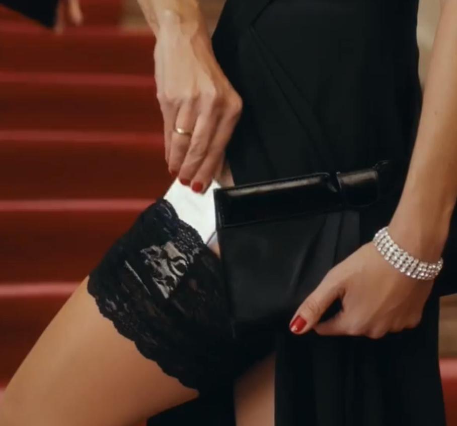 Sponsored Video: Ein attraktives Smartphone und eine schöne Frau